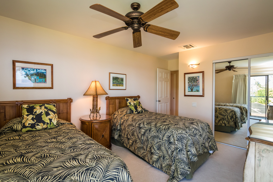 Guest bedroom, two twin beds