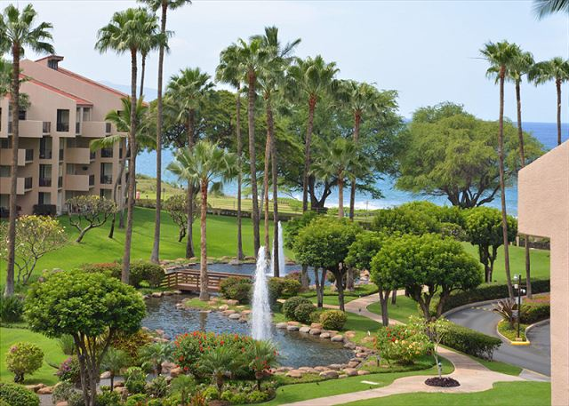 Kamaole Sands view of fountain, grounds and ocean