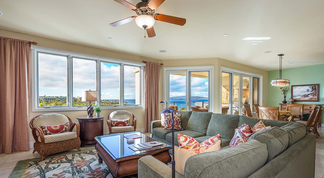 Living room , oceanview