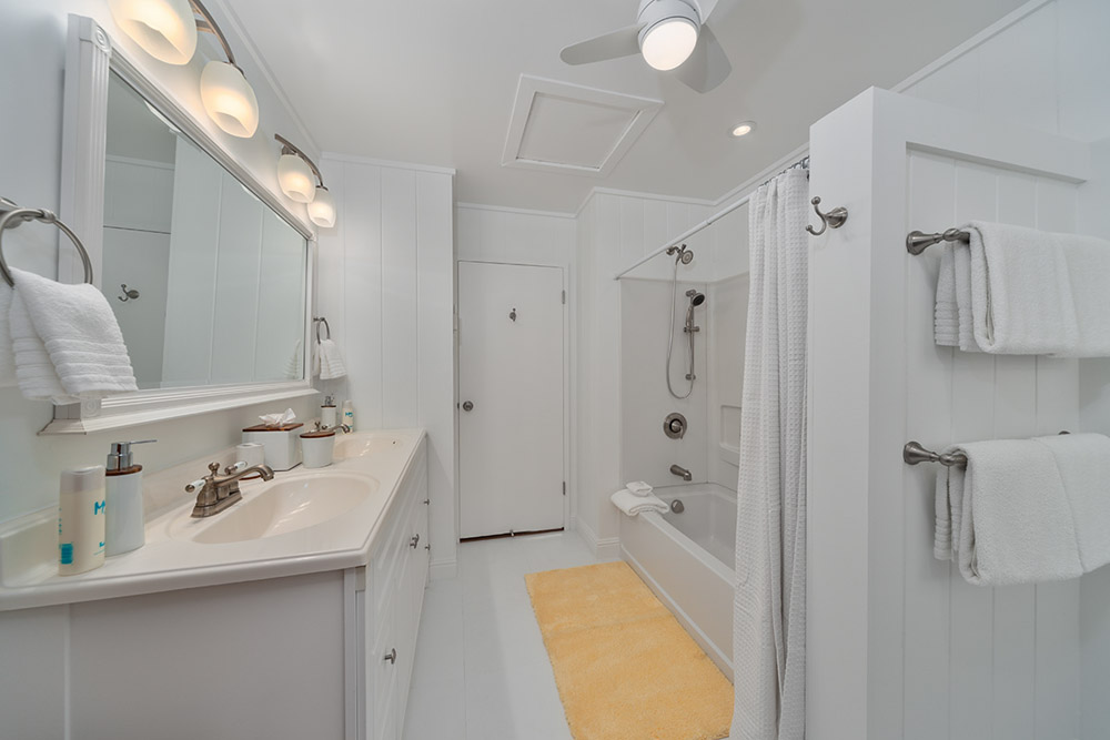 Shared bathroom, tub/shower combo