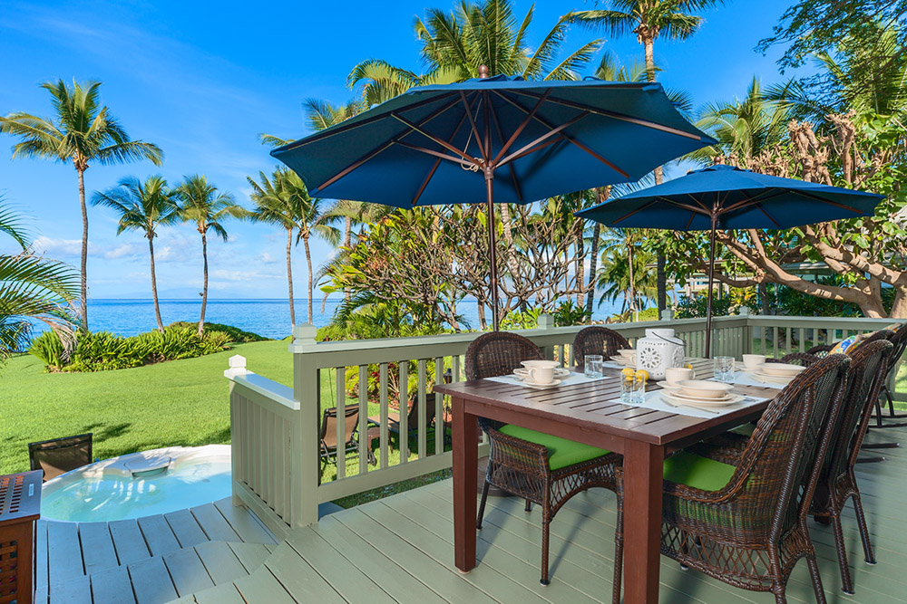 Large private deck, outdodor dining table, chairs, umbrellas