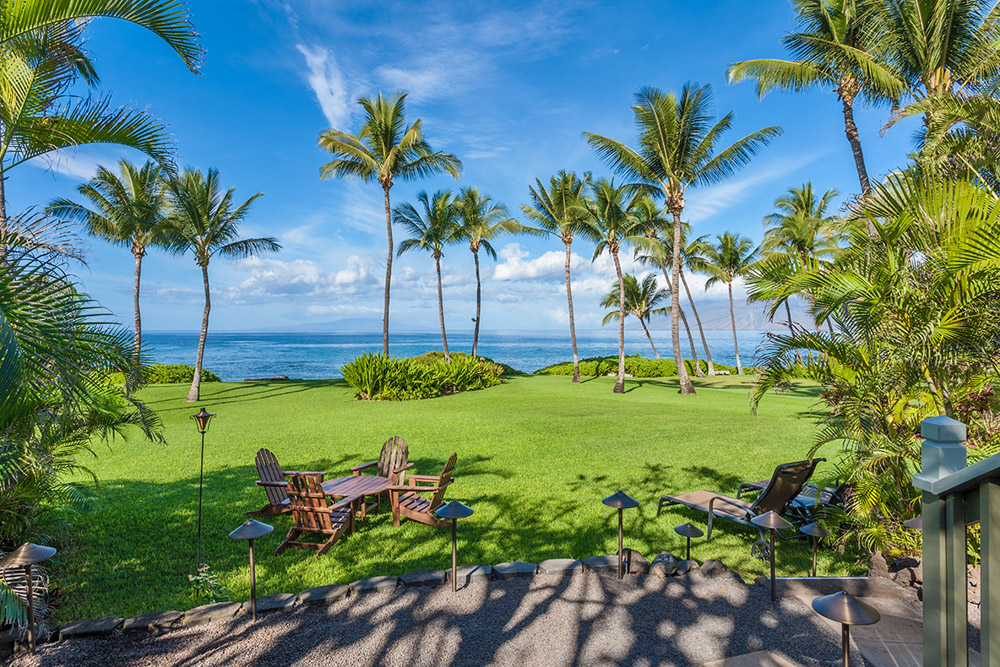Oceanview and spacious lawn, lounge chairs
