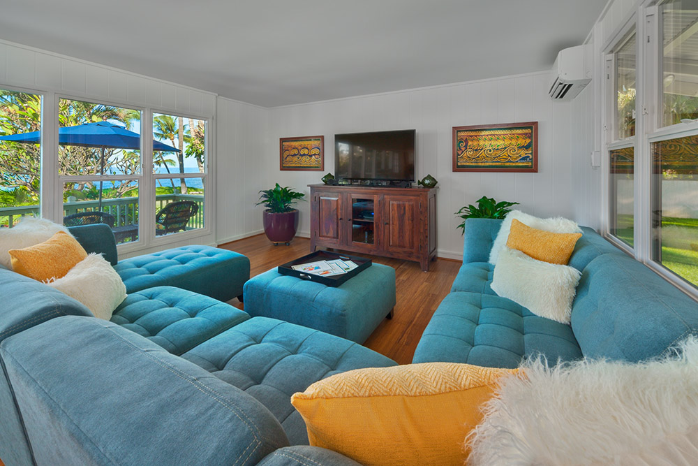 Spacious living room, comfortable sofas