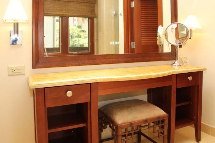 Wailea beach villas villa h 202 southshore maui luxury for Soaking tub in master bedroom